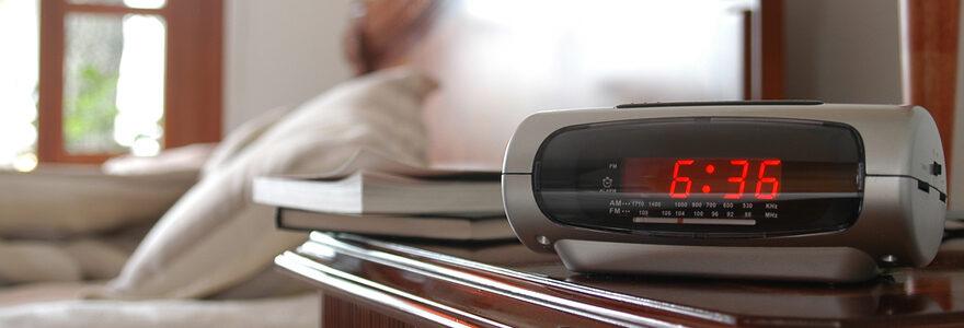 Le radio réveil projecteur